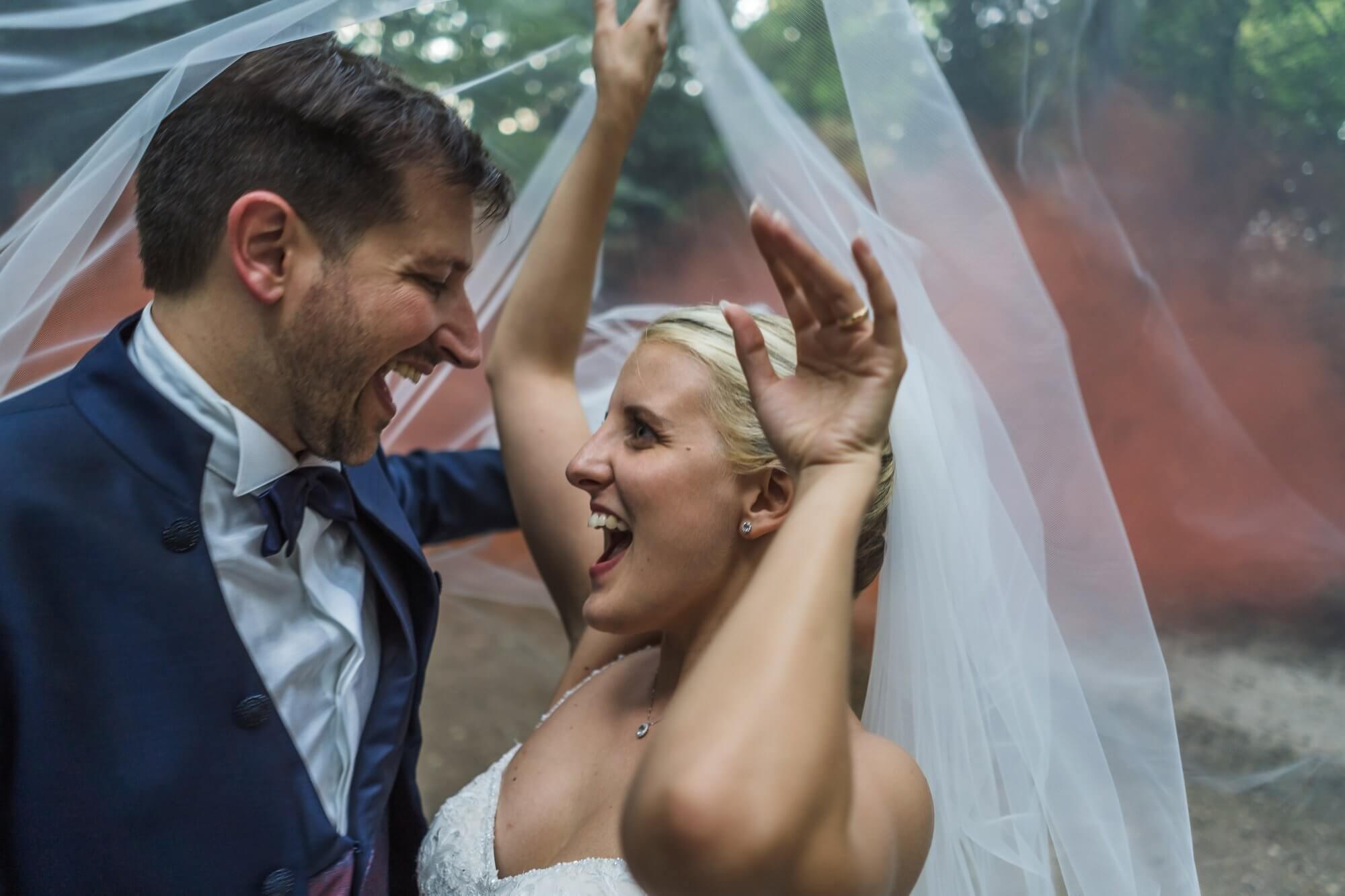 Servizio fotografico di matrimonio a Padova, incantevoli scenario di Parco Frassanelle. Giulia ed Emanuele sposi. Michelino Studio, fotografi di matrimonio Professionisti in Veneto.