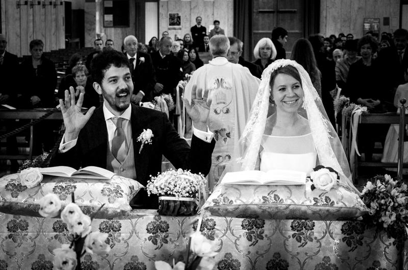 Servizio fotografico di matrimonio in stile reportage. Due sposi all'altare. Il Blog di Michelino Studio, Fotografo di matrimonio in Veneto.