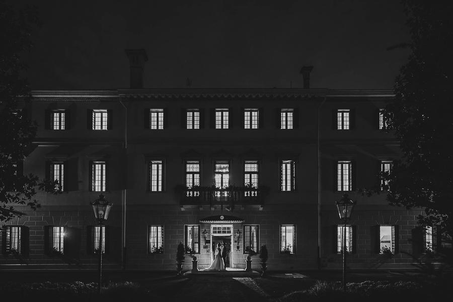 Fotografia di matrimonio non in posa. Foto in notturna location villa Revedin. Il Blog di Michelino Studio, Fotografo di matrimonio in Veneto.