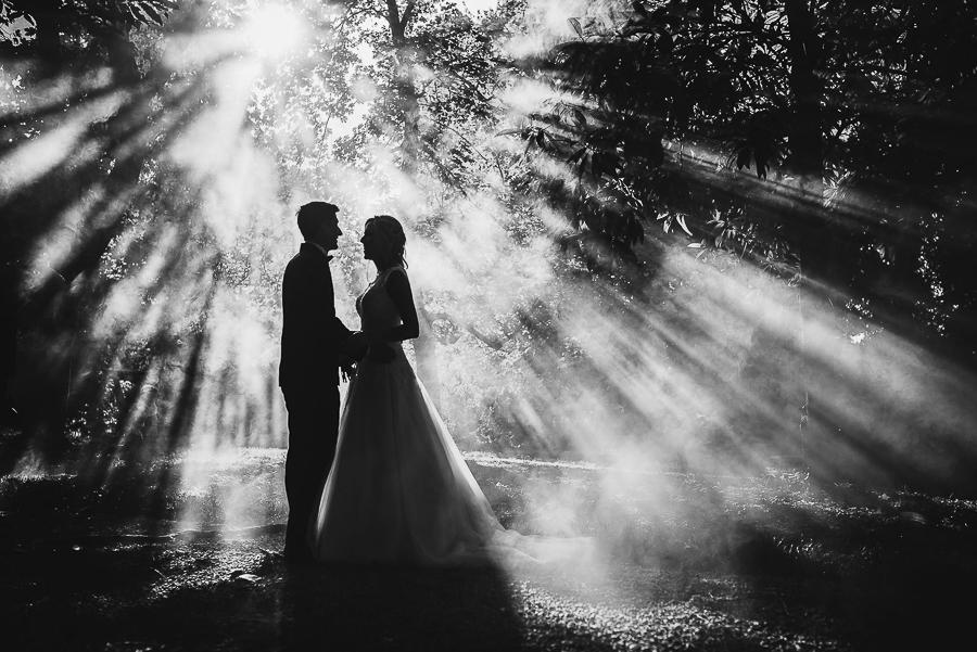 Fotografia di matrimonio non in posa. Coppia di sposi in controluce. Il Blog di Michelino Studio, Fotografo di matrimonio in Veneto.