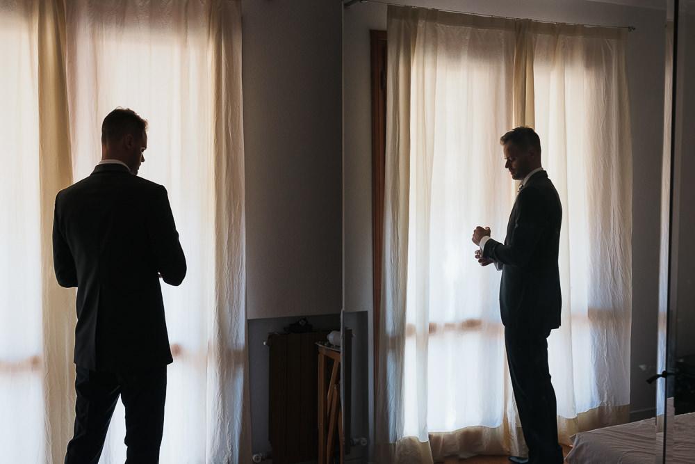 Foto dello sposo: come fotografare i preparativi prima del sì