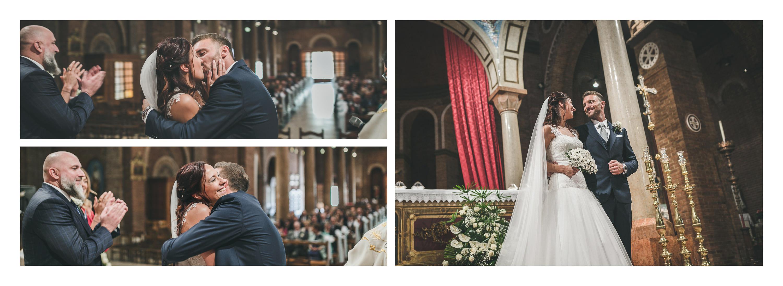 Matrimonio in laguna di Venezia a Torcello, Osteria Ponte del Diavolo. Gli sposi in chiesa. Il Blog di Michelino Studio, Fotografo di matrimonio in Veneto.